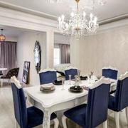 白色餐厅桌椅装饰