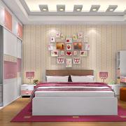 卧室床头照片墙展示