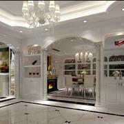 优美装饰性墙的酒柜