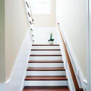 通向阁楼的楼梯