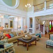 复式楼明亮客厅