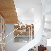 家居引人注意的旋转楼梯