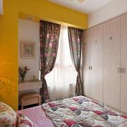 卧室原木色的衣柜展示