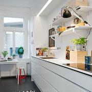 小家庭白色小厨房