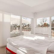 别墅现代化的大卧室
