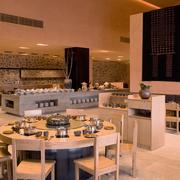 酒店温馨圆形餐桌展示