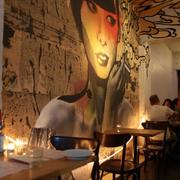 酒吧酷炫背景墙