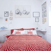 家居卧室床头装饰画图