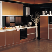 咖啡色的厨房橱柜