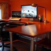 深色系的电脑桌欣赏