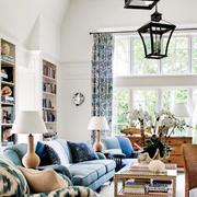别墅客厅舒适沙发