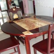 圆形宜家的餐桌