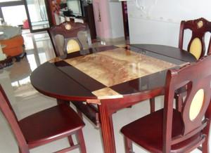 实用光滑的大理石餐桌图片