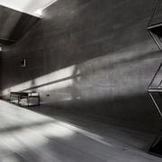 房屋黑色墙面展示