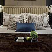 卧室温暖舒适的床图片
