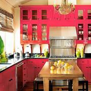 家居厨房红色橱柜展示