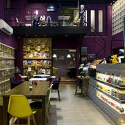 咖啡馆紫色背景墙