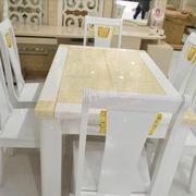 金色白色搭配的餐桌