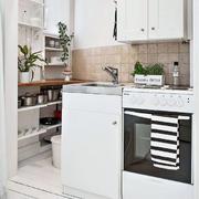 房屋黑白小厨房图
