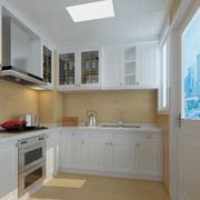 白色实用的小厨房