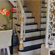 木质黑白相间楼梯展示