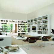 简约现代化的白色书柜图