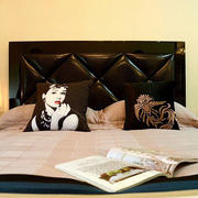 房屋卧室软包床