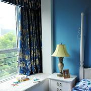 房屋蓝色飘窗窗帘