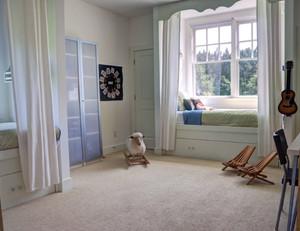 2015闪烁唯美的现代休闲飘窗窗帘装修效果图