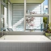 家庭卫生间长方形浴缸