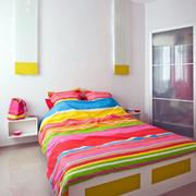 公寓鲜艳床布置