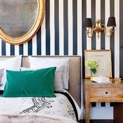 黑白相间的卧室壁纸背景