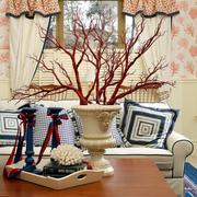 别墅客厅茶几装饰图
