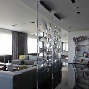 小型客厅玻璃隔断展示