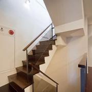 深色家居楼梯