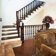 复式楼木质楼梯设计