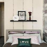 简约时尚公寓卧室床头装饰