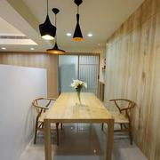 小户型餐厅木质餐桌椅
