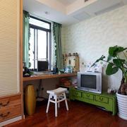 小房屋书桌