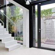白色时尚楼梯