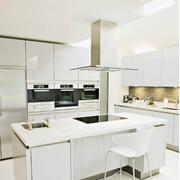 白色开放式欧式厨房