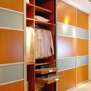 现代实用的大衣柜