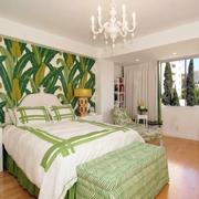绿色生机的卧室床头背景