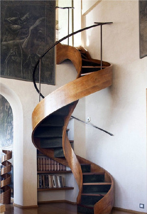 家居旋转楼梯收纳设计
