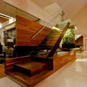 天然木别墅楼梯