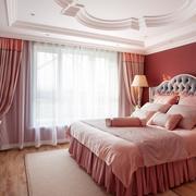 温暖的复式楼大卧室