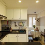 家居U字型的厨房展示