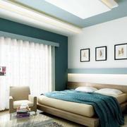 蓝白相间的卧室图
