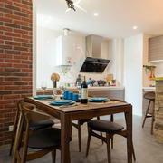 房屋餐厅木质桌椅设计
