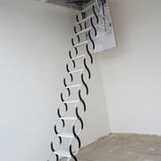 可收缩的阁楼楼梯效果图